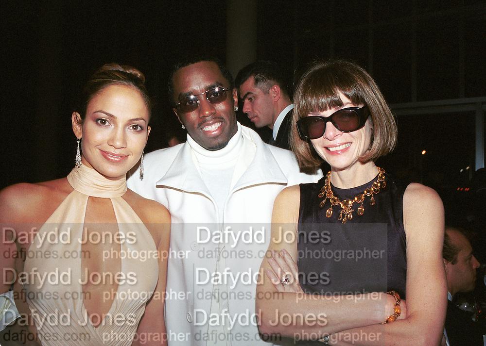 Jennifer Lopez, Sean Puffy Combs and Anna Wintour. Costume Institute Metropolitan Museum. New York. 6 December 1999.  © Copyright Photograph by Dafydd Jones 66 Stockwell Park Rd. London SW9 0DA Tel 020 7733 0108 www.dafjones.com