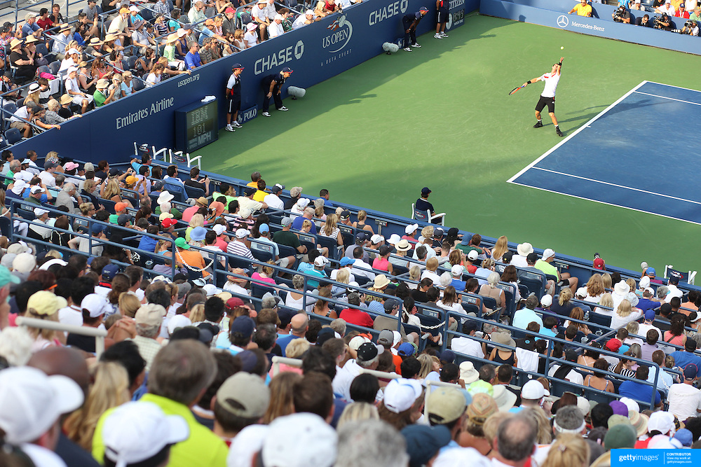 Andy Murray, Great Britain, in action against Leonardo Mayer, Argentina, in front of a packed Louis Armstrong Stadium during the Men's Singles competition at the US Open. Flushing, New York, USA. 30th August 2013. Photo Tim Clayton