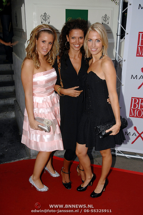 NLD/Amsterdam/20061018 - Uitreiking Beau Monde Awards 2006, Viviane Reys en vriendinnen