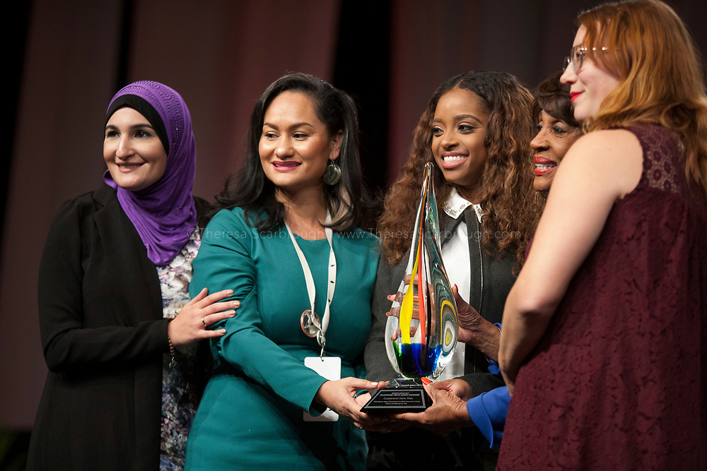 Detroit, Michigan, USA. 28th Oct, 2017. (L-R) Linda Sarsour, Carmen Perez, Tamika Mallory, Congresswoman Maxine Waters, and Bob Bland pose for a photo at the end of the Sojourner Truth Lunch during the Women's Convention held at the Cobo Center, Detroit Michigan, Saturday, October 28, 2017