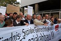 30 AUG 2004, LEIPZIG/GERMANY:<br /> Friedhelm Schutt (Schnauzbart), Vorsitzender ver.de Leipzig-Nordsachsen, Thomas Rudolph (Brille, weisser Kragen), Landeskoordinator der Wahlalternative Arbeit und soziale Gerechtigkeit, Sachsen), Oskar Lafontaine (M), SPD, Bundesfinanzminister a.D. und ehem. SPD Parteivorsitzender, und Bernhard Krabiell (helle Jacke), Bezirksgeschaeftsfuehrer ver.de Leipzig-Nordsachsen, (in der Mitte - v.L.n.R.), Montagsdemo gegen die Arbeitsmarktreformen, Hartz IV, Augustusplatz, Leipzig<br /> IMAGE: 20040830-01-004<br /> KEYWORDS: Demo, Demonstration, Demonstranten, demonstrator, Protest, Leipziger Montagsdemo, Schild, Schilder, Transparent, Transparente