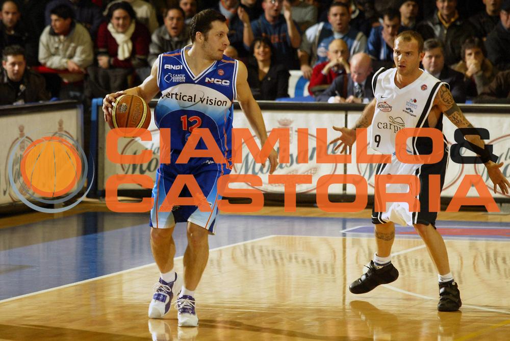 DESCRIZIONE : Napoli Lega A1 2005-06 Carpisa Napoli Vertical Vision Cantu <br /> GIOCATORE : Mazzarino <br /> SQUADRA : Vertical Vision Cantu <br /> EVENTO : Campionato Lega A1 2005-2006 <br /> GARA : Carpisa Napoli Vertical Vision Cantu <br /> DATA : 14/01/2006 <br /> CATEGORIA : Palleggio <br /> SPORT : Pallacanestro <br /> AUTORE : Agenzia Ciamillo-Castoria/G.Ciamillo