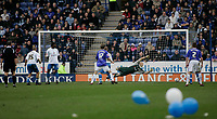 Photo: Marc Atkins.<br /> <br /> Leicester City v Reading. Coca Cola Championship. 25/03/2006. Reading's Marcus Hahnemann saves from Richard Stearman