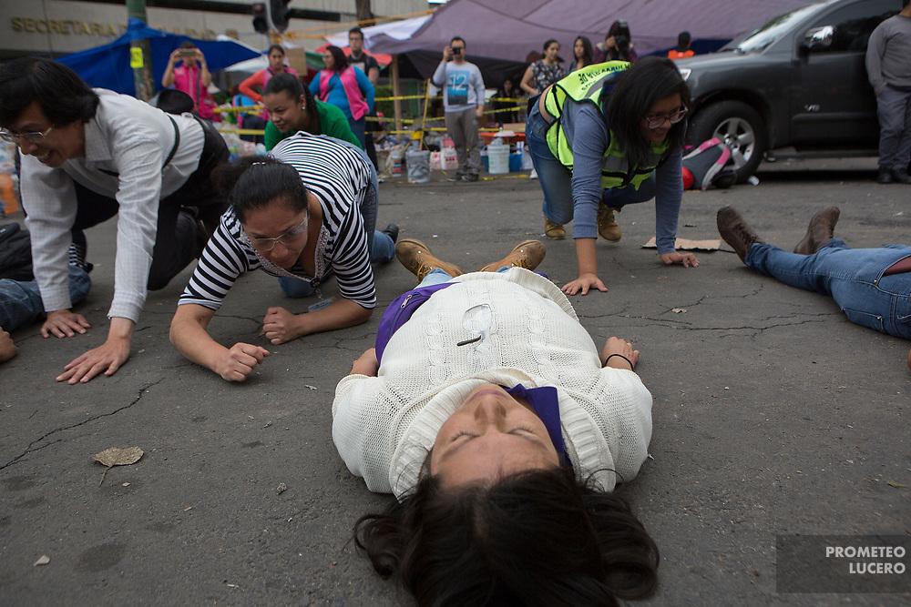 Voluntarios realizan prácticas de rescate. Alvaro Obregón 286, Ciudad de México. 21 de septiembre de 2017  (Foto: Prometeo Lucero)
