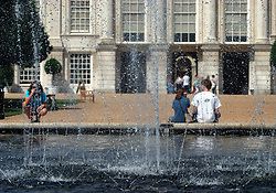 UK ENGLAND SURREY HAMPTON COURT PALACE 19JUL04 - Vistors sit by the fountain of the East Front Garden at Hampton Court Palace. The Palace and its famous royal gardens were founded by King Henry VIII in the sixteenth century and were developed through the centuries by subsequent sovereigns, determined to have the most fashionable and elegant gardens of their era. 2004 is the Year of the Garden at Hampton Court Palace and it is celebrated by a series of special events like the Tudor-costumed garden tours.....jre/Photo by Jiri Rezac ....© Jiri Rezac 2004....Contact: +44 (0) 7050 110 417..Mobile:  +44 (0) 7801 337 683..Office:  +44 (0) 20 8968 9635....Email:   jiri@jirirezac.com..Web:    www.jirirezac.com....© All images Jiri Rezac 2004 - All rights reserved.