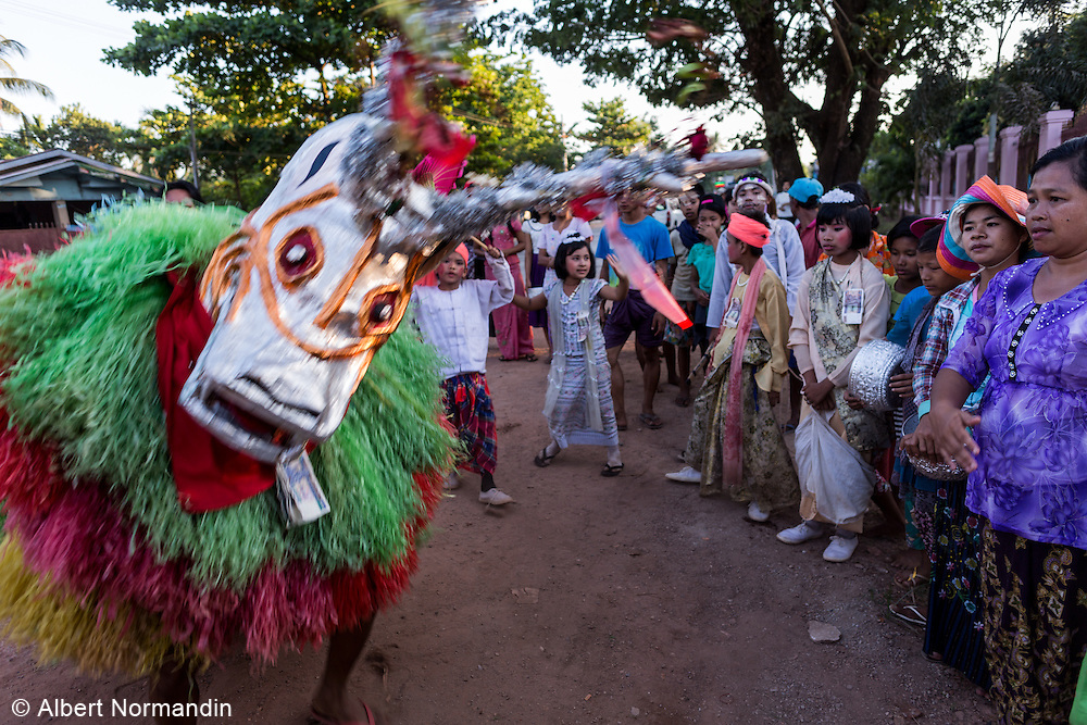 Dragon performs at donation festival in the streets,  Mawlamyine