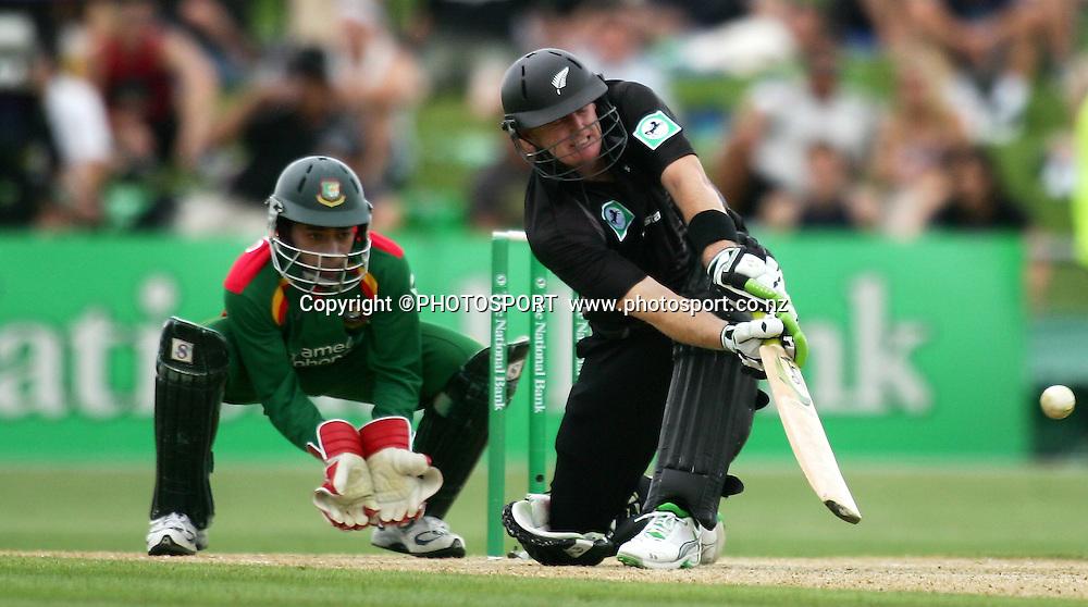 Scott Styris plays a shot. New Zealand v Bangladesh, 2nd ODI, McLean Park, Napier, New Zealand. Friday 28 December 2007. Photo: John Cowpland/PHOTOSPORT