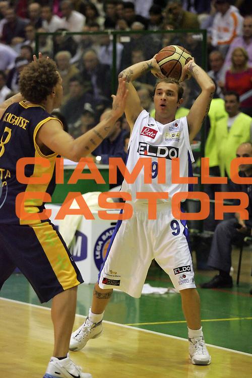 DESCRIZIONE : Napoli Lega A1 2006-07 ELDO Napoli Premiata Montegranaro <br /> GIOCATORE : Spinelli<br /> SQUADRA : ELDO Napoli<br /> EVENTO : Campionato Lega A1 2006-2007 <br /> GARA : ELDO Napoli Premiata Montegranaro <br /> DATA : 15/10/2006 <br /> CATEGORIA : Passaggio<br /> SPORT : Pallacanestro <br /> AUTORE : Agenzia Ciamillo-Castoria/A.De Lise