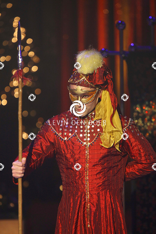 HELMOND - In de tent van Circus Herman Renz werden de opnames van de RTL4 KidsRights KerstSterrenCircus opgenomen. Met op de foto Dominique van Hulst alias zangeres Do. FOTO LEVIN DEN BOER / PERSFOTO.NU