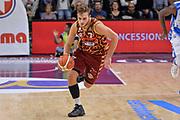 DESCRIZIONE : Campionato 2015/16 Serie A Beko Dinamo Banco di Sardegna Sassari - Umana Reyer Venezia<br /> GIOCATORE : Stefano Tonut<br /> CATEGORIA : Palleggio Contropiede<br /> SQUADRA : Umana Reyer Venezia<br /> EVENTO : LegaBasket Serie A Beko 2015/2016<br /> GARA : Dinamo Banco di Sardegna Sassari - Umana Reyer Venezia<br /> DATA : 01/11/2015<br /> SPORT : Pallacanestro <br /> AUTORE : Agenzia Ciamillo-Castoria/L.Canu