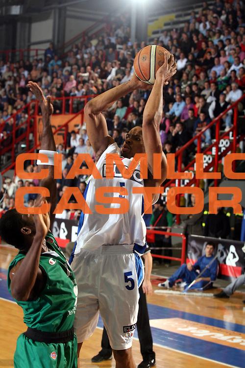DESCRIZIONE : Napoli Lega A1 2006-07 Eldo Napoli Montepaschi Siena<br />GIOCATORE : Morandais<br />SQUADRA : Eldo Napoli<br />EVENTO : Campionato Lega A1 2006-2007 <br />GARA : Eldo Napoli Montepaschi Siena<br />DATA : 03/02/2007<br />CATEGORIA : Tiro<br />SPORT : Pallacanestro <br />AUTORE : Agenzia Ciamillo-Castoria/G.Ciamillo