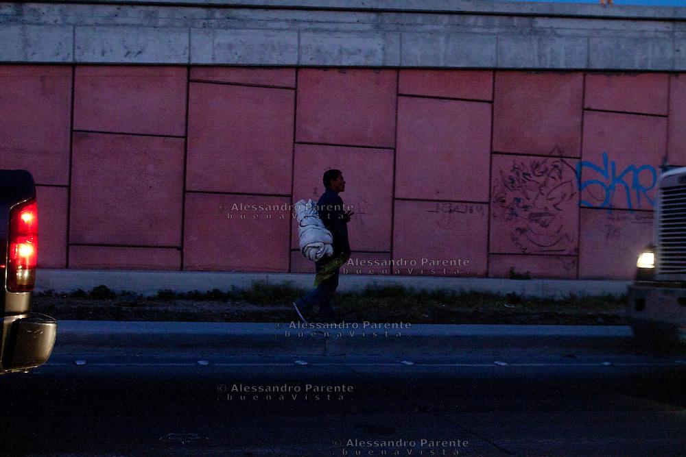 Tutti i senzatetto di Tijuana hanno a che fare con gli USA in qualche modo, magari prima avevano una famiglia, un lavoro e una casa. Ora non hanno niente.