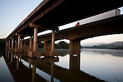 Perdoes_MG, Brasil...Ponte no Rio Grande em Perdoes...A bridge in the Rio Grande in Perdoes...Foto: LEO DRUMOND / NITRO.....