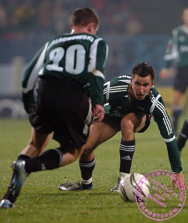 n/z.: Sebastian Szalachowski (nr20-Legia), Marcin Burkhardt (nr28-Legia) podczas meczu ligowego Amica Wronki (biale) - Legia Warszawa (zielone-czarne) 0:2, I liga polska , 13 kolejka sezon 2005/2006 , pilka nozna , Polska , Wronki , 05-11-2005 , fot.: Adam Nurkiewicz / mediasport..Sebastian Szalachowski (nr20-Legia), Marcin Burkhardt (nr28-Legia) during Polish league first division soccer match in Wronki. November 05, 2005 ; Amica Wronki (white) - Legia Warszawa (green-black) 0:2; 13 round season 2005/2006 , football , Poland , Wronki ( Photo by Adam Nurkiewicz / mediasport )