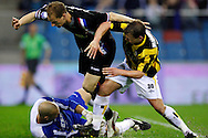 Onderwerp/Subject: Vitesse - Willem II      Eredivisie<br /> Reklame: <br /> Club/Team/Country: Vitesse - Willem II<br /> Seizoen/Season: 2009/2010<br /> FOTO/PHOTO: Vitesse's Nicky HOFS (R) in duel with Willem II's goalkeeper Maikel AERTS (L) and Frank VAN DER STRUIJK (C) (Photo by PICS UNITED/Aaron van Zandvoort)<br /> <br /> Trefwoorden/Keywords: <br /> #04 $28 &plusmn;1261427875599<br /> Photo- &amp; Copyrights &copy; PICS UNITED<br /> P.O. Box 7164 - 5605 BE  EINDHOVEN (THE NETHERLANDS)<br /> Phone +31 (0)40 296 28 00<br /> Fax +31 (0) 40 248 47 43<br /> http://www.pics-united.com<br /> e-mail : sales@pics-united.com (If you would like to raise any issues regarding any aspects of products / service of PICS UNITED) or<br /> e-mail : sales@pics-united.com <br /> <br /> ATTENTIE:<br /> Publicatie ook bij aanbieding door derden is slechts toegestaan na verkregen toestemming van Pics United.<br /> VOLLEDIGE NAAMSVERMELDING IS VERPLICHT! (&copy; PICS UNITED/Naam Fotograaf, zie veld 4 van de bestandsinfo 'credits')<br /> ATTENTION: <br /> &copy; Pics United. Reproduction/publication of this photo by any parties is only permitted after authorisation is sought and obtained from  PICS UNITED- THE NETHERLANDS