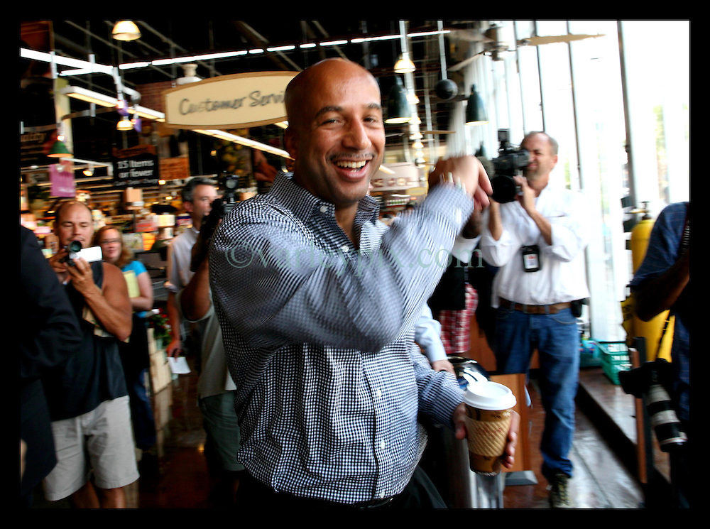 May 19th, 2006. New Orleans, Louisiana. On the campaign trail. With the media in tow, Mayor Ray Nagin makes a stop at Wholefoods Supermarket in Uptown New Orleans before the run off elections tomorrow, Saturday May 20th.