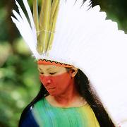 Putany Yawanawa, femme du cacique Biraci Yawanawa est avec sa soeur Hushahu les premières femmes chamans du peuple Yawanawa. | Putany Yawanawa, a mulher do cacique Biraci Yawanawa e com sua irma  Hushahu las primeras mulheres do poco Yawanawa. Atraz delas as novas geraçao estan seguindo os passos do caminho da pajelança.