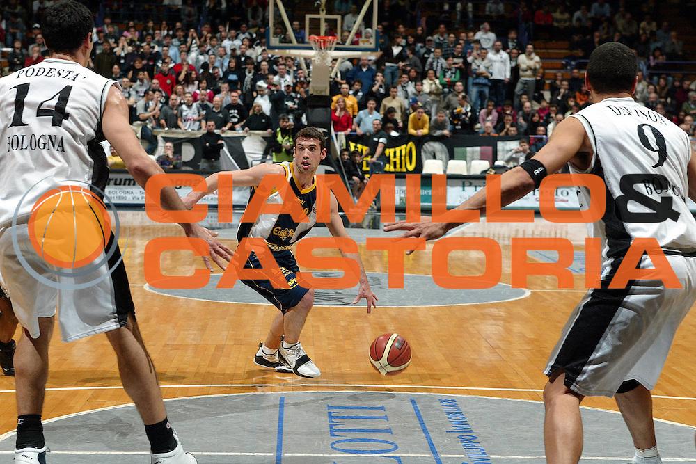 DESCRIZIONE : BOLOGNA CAMPIONATO LEGA A2 2004-2005 <br /> GIOCATORE : STANIC <br /> SQUADRA : EURORIDA SCAFATI <br /> EVENTO : CAMPIONATO LEGA A2 2004-2005 <br /> GARA : CAFFE MAXIM VIRTUS BOLOGNA-EURORIDA SCAFATI <br /> DATA : 23/01/2005 <br /> CATEGORIA : Penetrazione <br /> SPORT : Pallacanestro <br /> AUTORE : Agenzia Ciamillo-Castoria/G.Livaldi