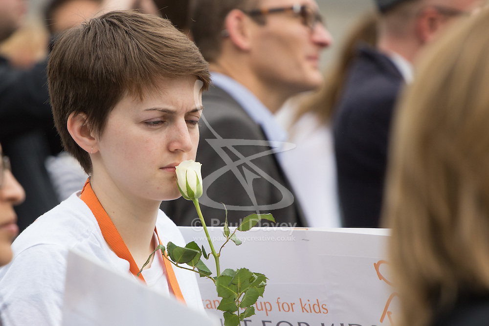 Trafalgar Square, London, June 22nd 2016. Thousands of people flood London's Trafalgar Square to celebrate what would have been slain Labour MP for Batley & Spen Jo Cox's 42nd birthhday. PICTURED: A woman appears to kiss a white Yorkshire rose.