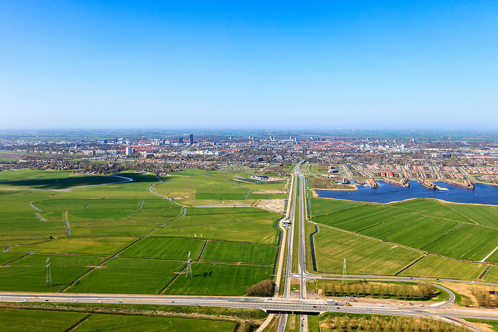 Nederland, Friesland, Leeuwarden, 01-05-2013; Walwei (N31), afslag Wergea met Drachtsterweg gezien naar Leeuwarden. Rechts van de weg Teerns (Tearns) onderdeel van de wijk Zuiderburen. Vinexlocatie.<br /> The city of Leeuwarden in the polder, right the newly constructed residential area Zuiderburen (Southern neighbours). <br /> luchtfoto (toeslag op standard tarieven);<br /> aerial photo (additional fee required);<br /> copyright foto/photo Siebe Swart
