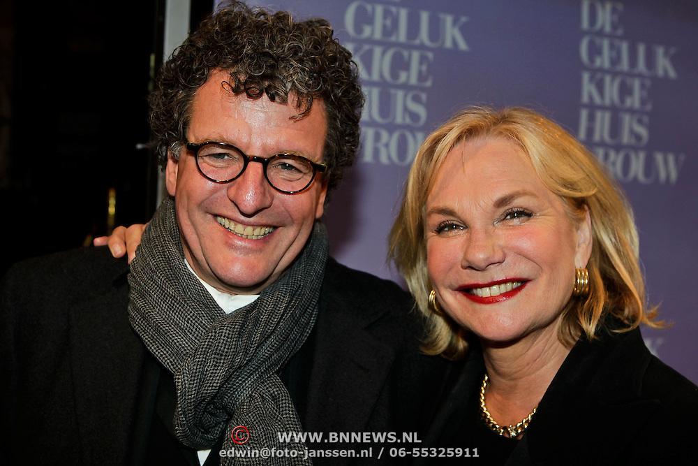 NLD/Amsterdam/20100412 - Premiere film de Gelukkige Huisvrouw, Monique van der Ven en partner Edwin de Vries