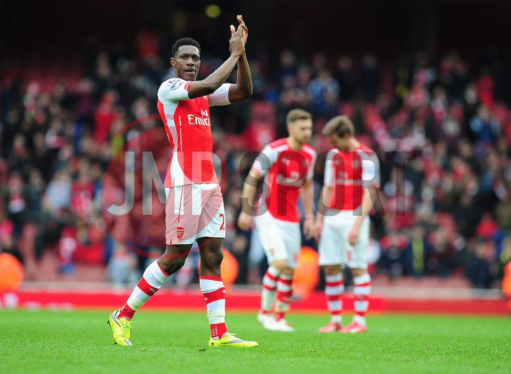 Danny Welbeck of Arsenal claps the home support.  - Photo mandatory by-line: Alex James/JMP - Mobile: 07966 386802 - 04/04/2015 - SPORT - Football - London - Emirates Stadium - Arsenal v Liverpool - Barclays Premier League