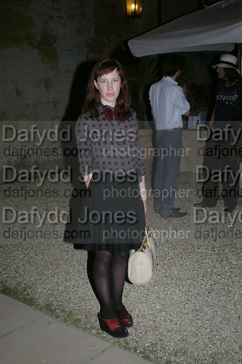 lady Frances Armstrong-Jones. Mollie Dent-Brocklehurst and Vanity Fair host  the opening of 'Vertigo'  a mixed art exhibition at Sudeley Castle. Winchombe, Gloucestershire. 18 June 2005. ONE TIME USE ONLY - DO NOT ARCHIVE  © Copyright Photograph by Dafydd Jones 66 Stockwell Park Rd. London SW9 0DA Tel 020 7733 0108 www.dafjones.com