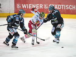 20.03.2015, Keine Sorgen Eisarena, Linz, AUT, EBEL, EHC Black Wings Linz vs HCB Suedtirol, Playoff, Viertelfinale, 7. Spiel, im Bild v.l. Franklin MacDonald (EHC Liwest Black Wings Linz) Philip De Simone (HCB Südtirol), Curtis Murphy (EHC Liwest Black Wings Linz) // during the Erste Bank Icehockey League 7th quarterfinal match between EHC Black Wings Linz and HCB Suedtirol at the Keine Sorgen Eisarena in Linz, Austria on 2015/03/20. EXPA Pictures © 2015, PhotoCredit: EXPA/ Reinhard Eisenbauer