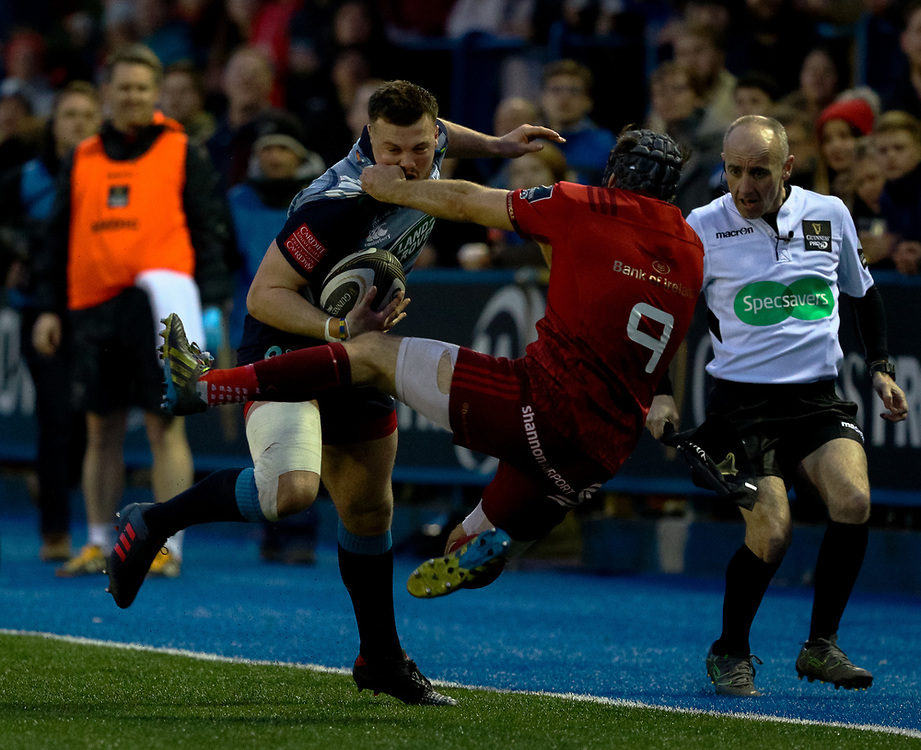 Cardiff Blues' Owen Lane under pressure from Munster's Duncan Williams<br /> <br /> Photographer Simon King/Replay Images<br /> <br /> Guinness PRO14 Round 15 - Cardiff Blues v Munster - Saturday 17th February 2018 - Cardiff Arms Park - Cardiff<br /> <br /> World Copyright © Replay Images . All rights reserved. info@replayimages.co.uk - http://replayimages.co.uk