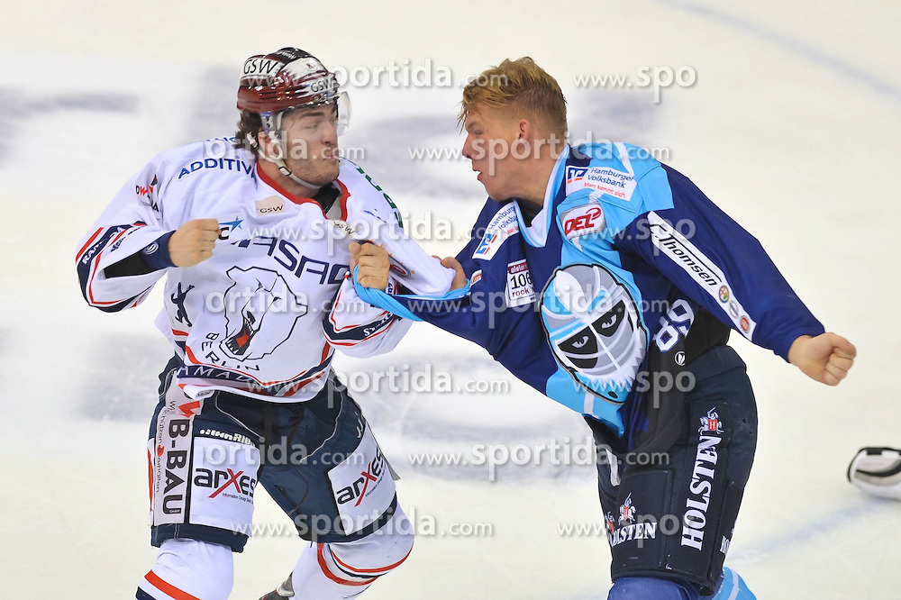 07.10.2011,  O2 World, Hamburg, GER, DEL, Hamburg Freezers vs Eisbaeren Berlin, im Bild David Wolf (Hamburg #89) hat eine Auseinandersetzung mit Julian Talbot (Berlin #48). // during match at O2 World 2011/10/07, Hamburg  EXPA Pictures © 2011, PhotoCredit: EXPA/ nph/  Witke       ****** out of GER / CRO  / BEL ******