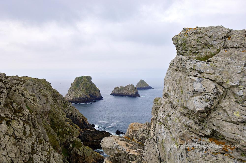 Les celebres rochers appeles Les Tas de Pois.Presqu'ile de Crozon, Bretagne, France. Crozon peninsula, Brittany, France.