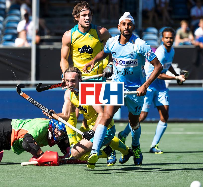 BREDA -  Mandeep Singh (Ind.) met  Jake Harvie (Aus) , Jeremy Hayward (Aus) en keeper Tyler Lovell (Aus)  Australia-India (1-1), finale Rabobank Champions Trophy 2018. Australia wint shoot outs.  COPYRIGHT  KOEN SUYK