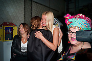ALEX SHULMAN; STELLA MCARTNEY; GWYNETH PALTROW, Vogue: Fashion's Night Out: Stella McCartney. Stella McCartney, 30 Bruton Street, London. 8 September 2010.  -DO NOT ARCHIVE-© Copyright Photograph by Dafydd Jones. 248 Clapham Rd. London SW9 0PZ. Tel 0207 820 0771. www.dafjones.com.