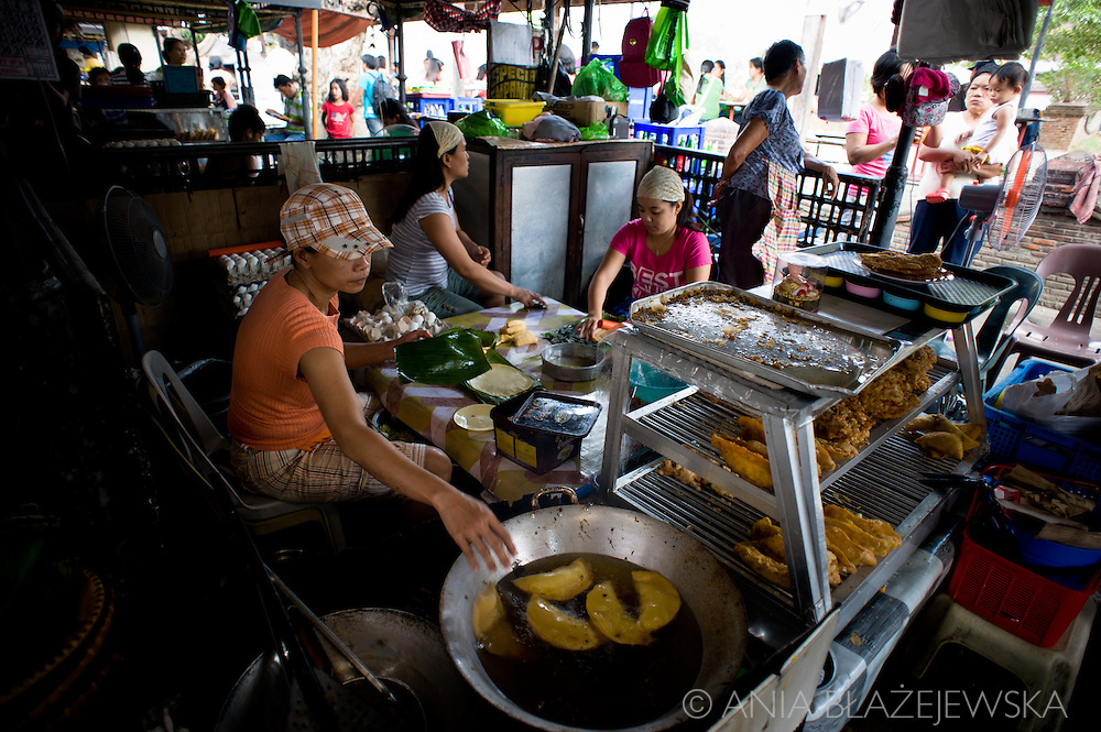 Making empanadas in Vigan.<br />