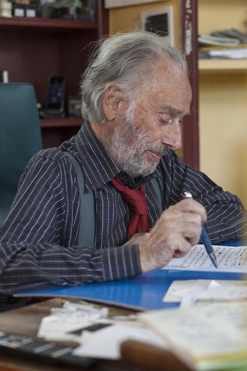 Massimo Fagioli nel suo studio a Roma