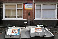 De Bonaventurastraat is een van de grootste probleemstraten in de Rotterdamse Tarwewijk. Veel van de kleine huurwoningen worden bewoond door groepen Oosteuropese mannen die hier illegaal wonen.