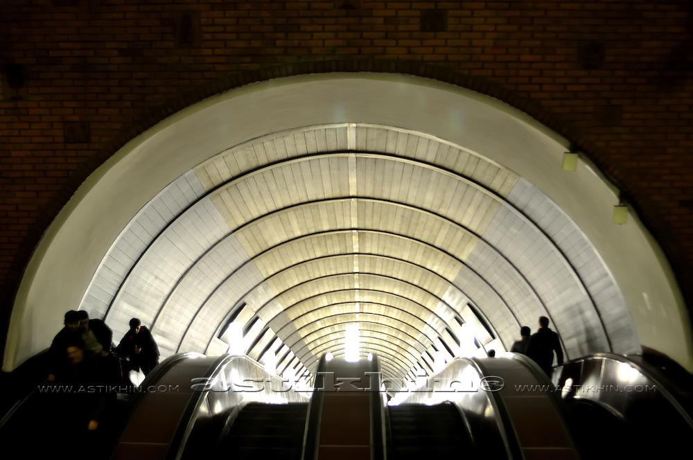 "Train station ""Biblioteka imeny Lenina"""