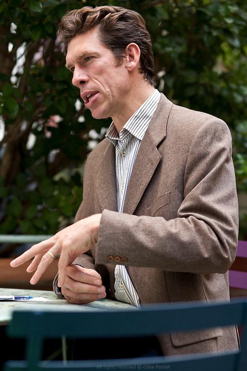 Charles Édouard Vincent, polytechnicien, à la tête d'Emmaüs Défi, s'engage pour redonner aux plus démunis leur place dans la société.