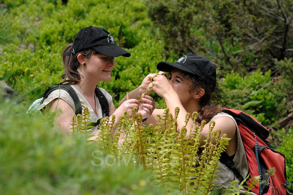links: Maria Kataharina Liebrecht (Botanik, Naturschutz) <br /> rechts: Bettina Leitner (Botanik) GEO-Tag der Artenvielfalt im Nationalpark Hohe Tauern 2013. &Ouml;sterreich.