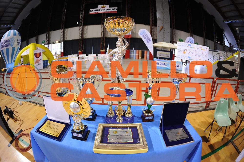 DESCRIZIONE : Perugia Lega A1 Femminile 2010-11 Coppa Italia Finale Famila Schio Liomatic Umbertide<br /> GIOCATORE : Coppa Trofei<br /> SQUADRA : Famila Schio Liomatic Umbertide<br /> EVENTO : Campionato Lega A1 Femminile 2010-2011 <br /> GARA : Famila Schio Liomatic Umbertide<br /> DATA : 13/03/2011 <br /> CATEGORIA : <br /> SPORT : Pallacanestro <br /> AUTORE : Agenzia Ciamillo-Castoria/M.Marchi<br /> Galleria : Lega Basket Femminile 2010-2011 <br /> Fotonotizia : Perugia Lega A1 Femminile 2010-11 Coppa Italia Finale Famila Schio Liomatic Umbertide<br /> Predefinita :