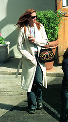 May 04, 2002; Los Angeles, California, USA; Oscar-winner JULIA ROBERTS goes unnoticed as spends an afternoon shopping..  (Credit Image: Andrew Shawaf/ZUMAPRESS.com)