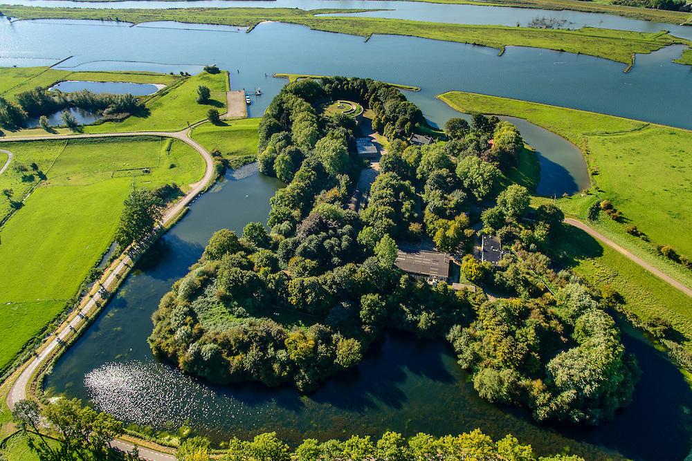 Nederland, Utrecht, Gemeente Houten, 30-09-2015;  Tull en 't Waal, Fort Honswijk. Het fort, gelegen aan de oevers van de Lek is onderdeel van de Nieuwe Hollandse Waterlinie en diende om het Lekacces in de linie, de rivier met de uiterwaarden en de Lekdijk, af te sluiten.<br /> Fortress, part of the New Dutch Waterline.<br /> luchtfoto (toeslag op standaard tarieven);<br /> aerial photo (additional fee required); copyright foto/photo Siebe Swart.