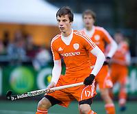 NAALDWIJK - Bram van Groesen tijdens de oefenwedstrijd van Jong Oranje heren tegen Belgie (3-3). Ter voorbereiding van het WK in India in december. COPYRIGHT KOEN SUYK