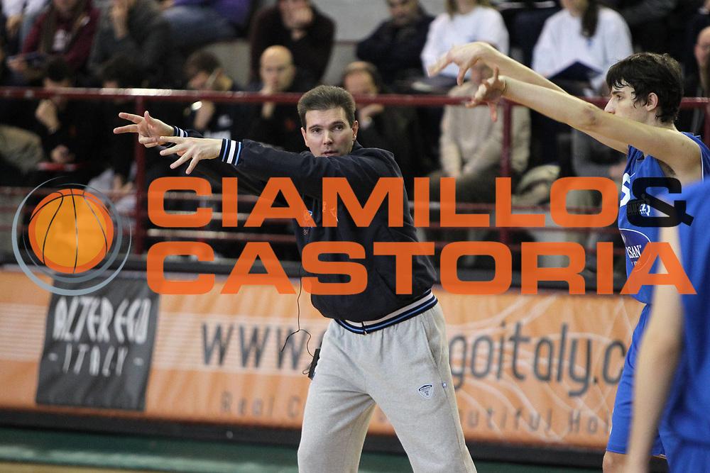 DESCRIZIONE : San Martino di Lupari Padova 4 Torneo Internazionale Lega A 2010-11 <br /> GIOCATORE : Tomo Mahoric Coach <br /> SQUADRA : Vanoli Braga Cremona<br /> EVENTO :  Torneo Triangolare<br /> GARA : Clinic Internazionale CNA Padova<br /> DATA : 12/02/2011<br /> CATEGORIA :  Ritratto<br /> SPORT : Pallacanestro <br /> AUTORE : Agenzia Ciamillo-Castoria/G.Contessa<br /> Galleria : Lega Basket A 2010-2011 <br /> Fotonotizia : San Martino di Lupari Padova 4 Torneo Internazionale Lega A 2010-11 <br /> Predefinita :