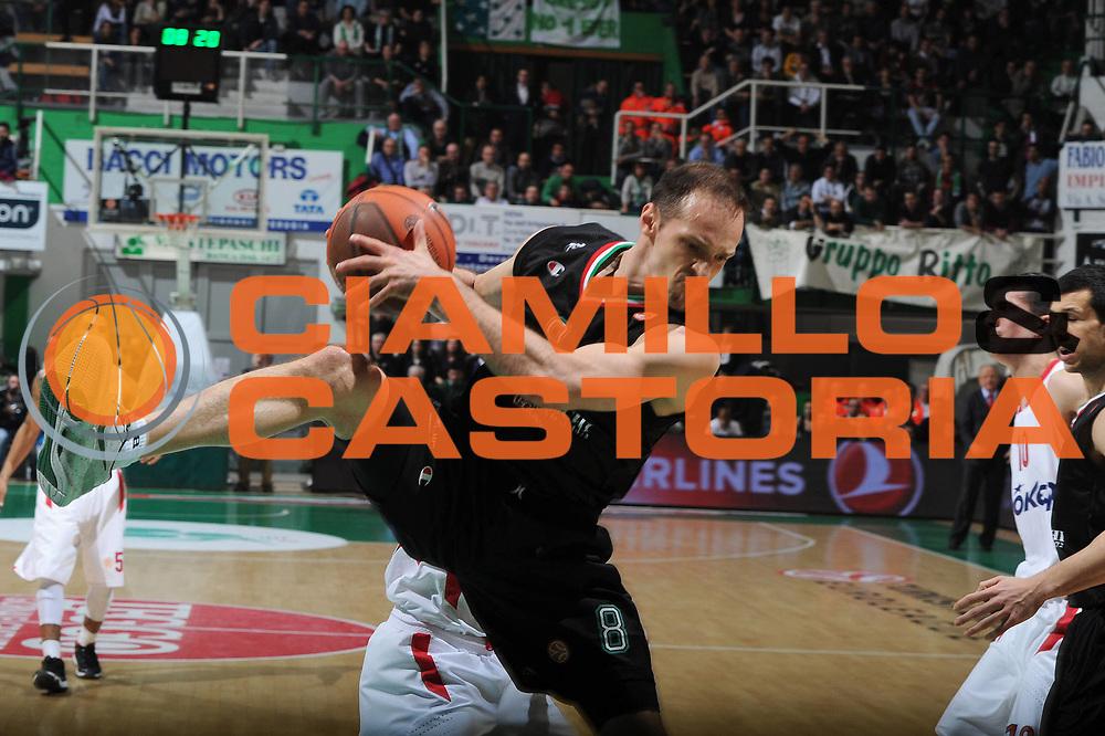 DESCRIZIONE : Siena Eurolega 2011-12 Montepaschi Siena Olympiakos<br /> GIOCATORE : Igor Rakocevic<br /> CATEGORIA : curiosita<br /> SQUADRA : Montepaschi Siena<br /> EVENTO : Eurolega 2011-2012<br /> GARA : Montepaschi Siena Olympiakos<br /> DATA : 21/03/2012<br /> SPORT : Pallacanestro <br /> AUTORE : Agenzia Ciamillo-Castoria/GiulioCiamillo<br /> Galleria : Eurolega 2011-2012<br /> Fotonotizia : Siena Eurolega 2011-12 Montepaschi Siena Olympiakos<br /> Predefinita :