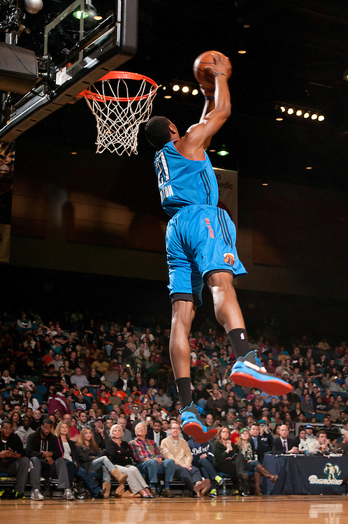 RENO, NV - JANUARY 9:  Dominique Sutton #21 of the Tulsa 66ers competes in the Slam Dunk Contest during the 2013 NBA D-League Showcase on January 9, 2013 at the Reno Events Center in Reno, Nevada.  NOTE TO USER: User expressly acknowledges and agrees that, by downloading and/or using this photograph, User is consenting to the terms and conditions of the Getty Images License Agreement.  Mandatory Copyright Notice: Copyright 2013 NBAE (Photo by David Calvert/NBAE via Getty Images) *** Local Caption *** Dominique Sutton