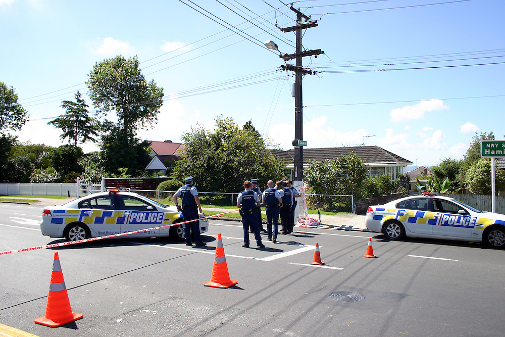 Police at the scene in Alfriston Road where a 19 year old male suffered a serious stab wound to the neck and has under gone surgery, an 18 year old has been taken into custody, Auckland, New Zealand, Sunday, December 15, 2013. Credit:SNPA / Grahame Clark