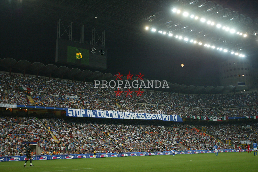 MILAN, ITALY - Saturday, September 6, 2003: Italian fans protest against pay TV for football matches during the Euro 2004 qualifying match at the San Siro Stadium. (Pic by David Rawcliffe/Propaganda)