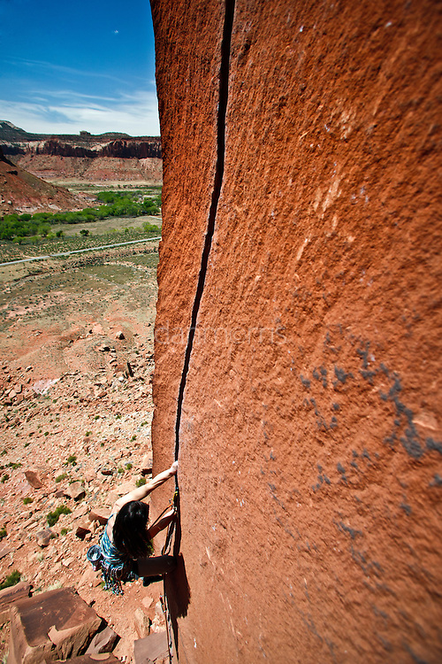 Elizabeth Neilson on the classic 5.11 crack, Scarface, Indian Creek, Utah