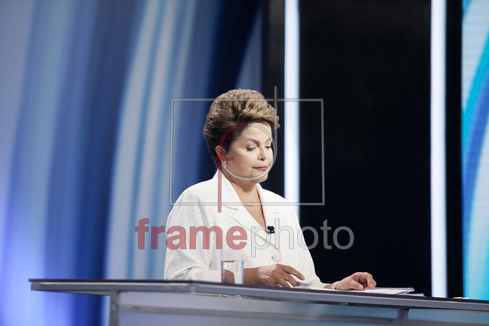 São Paulo, SP - 19/10/2014 - A candidata Dilma Rousseff durante o debate entre candidatos à Presidência da República, realizado pela TV Record, na noite de hoje (19/10), na Barra Funda, capital paulista. Foto: Rodrigo Dionisio/Frame